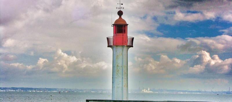 lighthouse_sky_blue